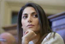 Roma, malore per la Raggi: la sindaca al San Filippo Neri per accertamenti