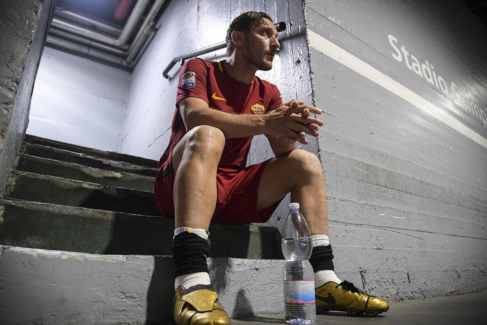 Ilary Blasi scatenata alla festa di Totti. Balla maracaibo. ILARY BLASI