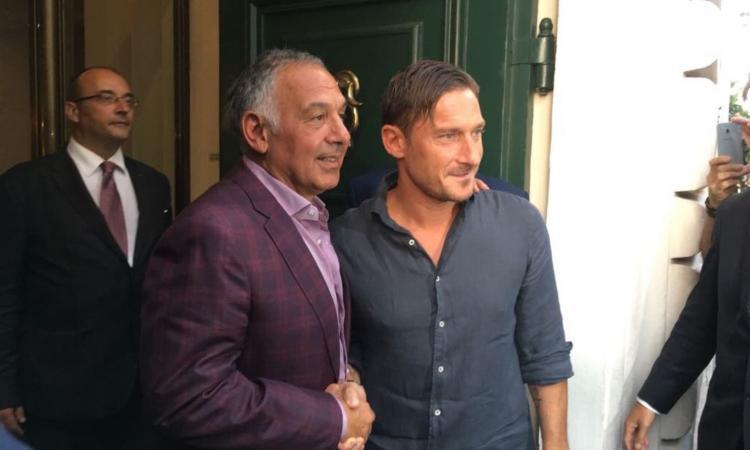 Roma, Totti a Trigoria con Gandini. Al Bernardini anche Nainggolan VIDEO