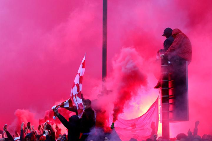 Liverpool-Roma, scontri fuori dallo stadio: due giallorossi arrestati, un inglese grave
